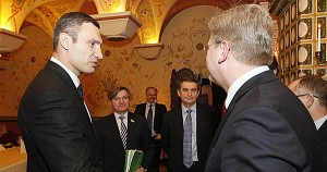 Vitali Klitschko und EU-Kommissar Stefan Füle