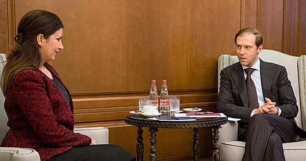 Nikolai Nikiforow mit Bint Ebrahim Al-Khalifa Deyey